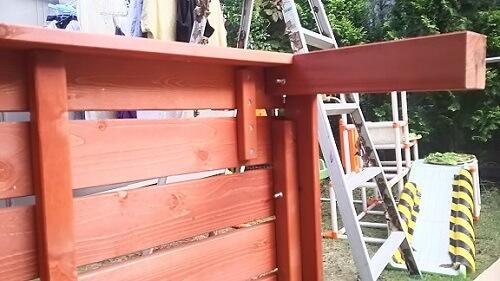 ウッドデッキキットの天板を組み立て
