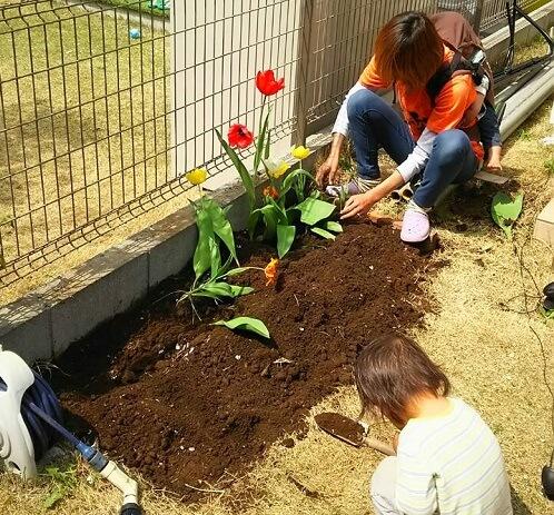 レンガで花壇を作る道具と材料