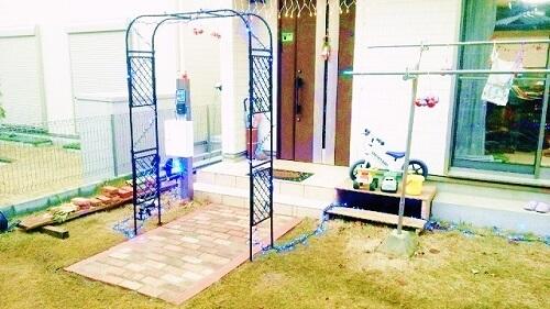 玄関アプローチをレンガ敷きDIY:費用1万8,000円で作る方法