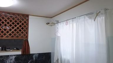 部屋干し天井吊り下げホスクリーン
